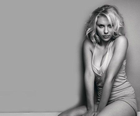 scarlett-johansson-black-and-white-wallpaper.jpg