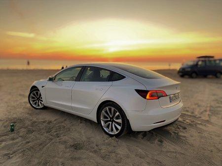 Tesla Model3 Strand.jpg